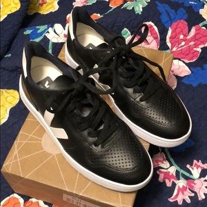 Veja Shoes - Veja Esplar V10 Logo Flat Sneakers—NEW